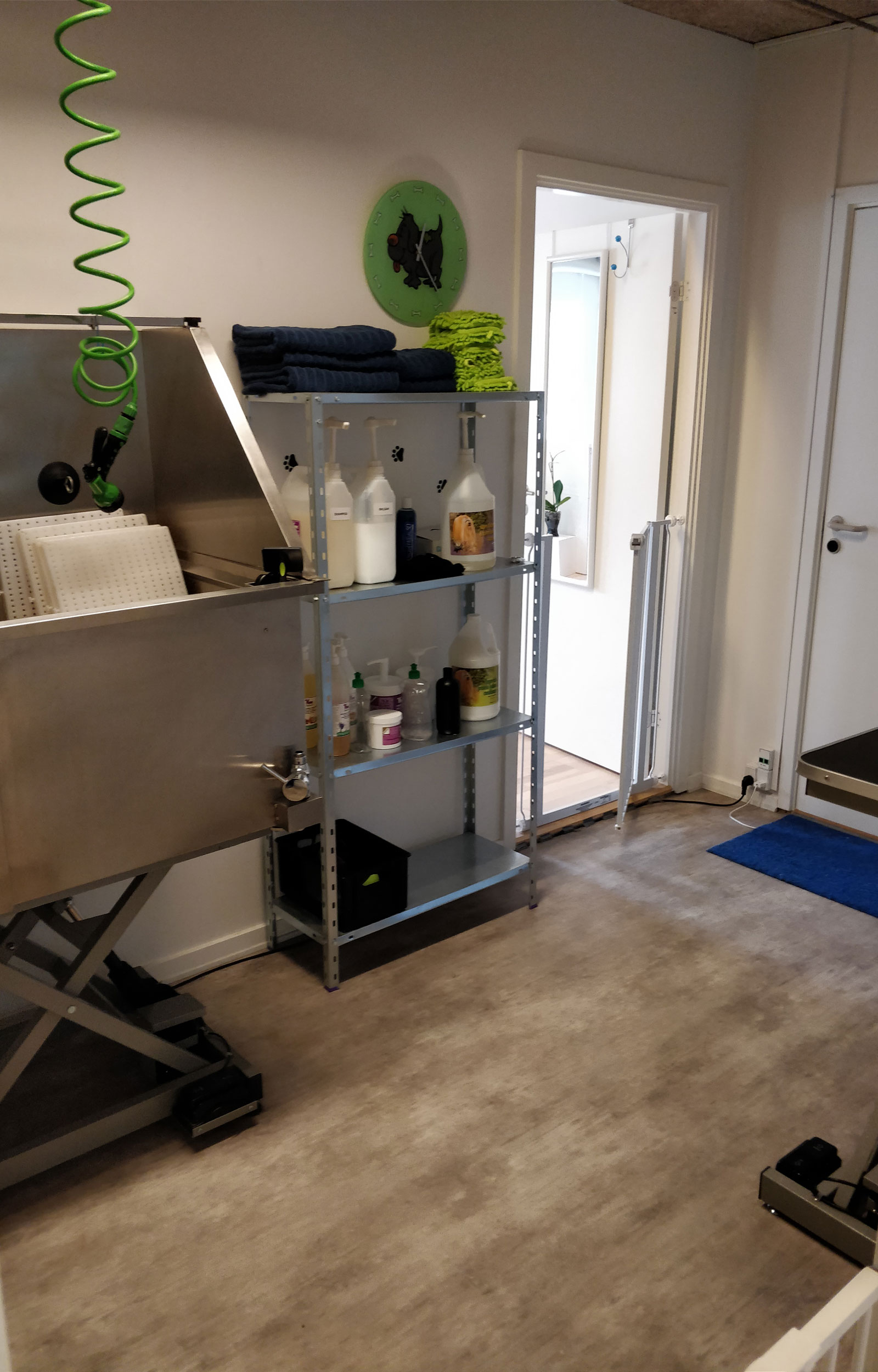Hunde-Salonens kombinerede bade- og tørrerum - plads til både store og små